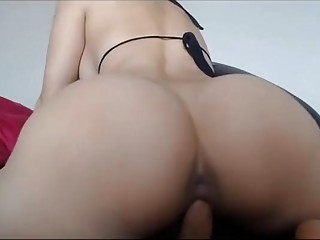 Lovely webcam girl shaking ass and riding dildo