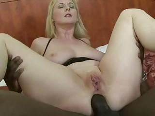 Interracial fun and ass fuck with big ass mature gal