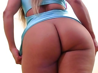 Gorgeous Latina strips off her dress and shows her booty